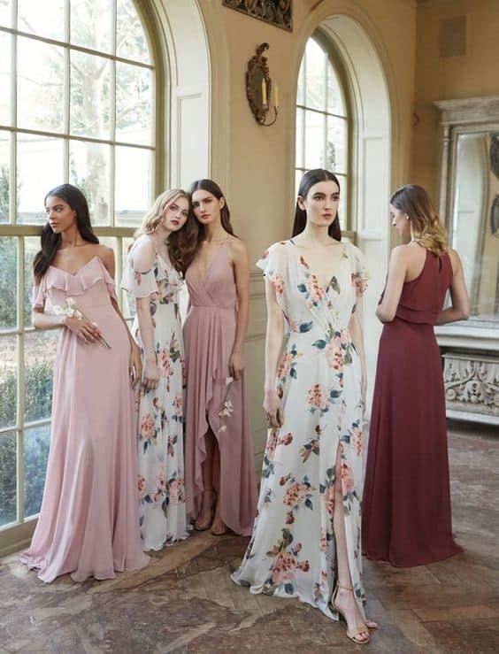 Vestidos lisos e estampados para casamento