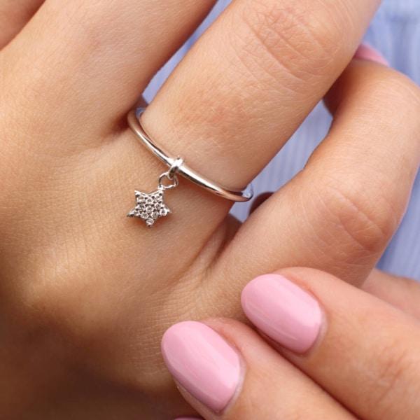 anel com pingente com estrela