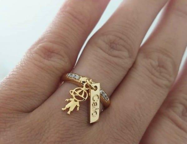 anel com pingente de filho