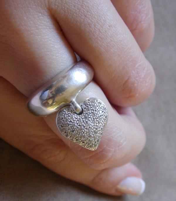 anel com pingente prata coração