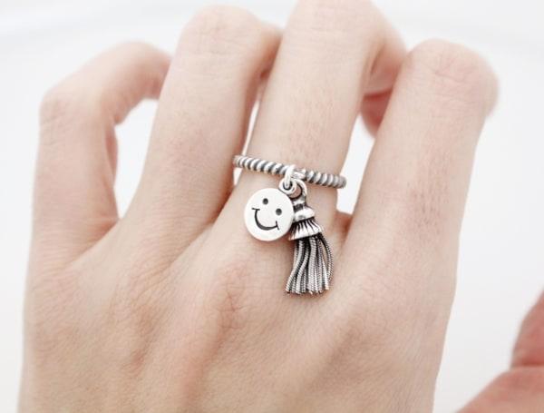anel com pingente prata smile