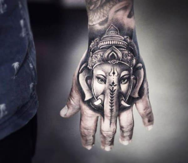 ideia de Tatuagem Ganesha na mão