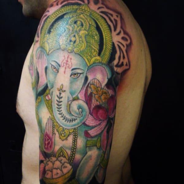 ideias de Tatuagem Ganesha colorida