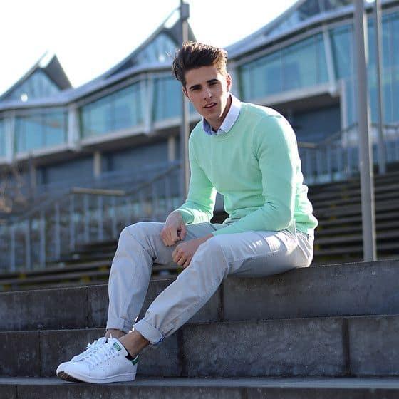 look formal com tênis branco masculino