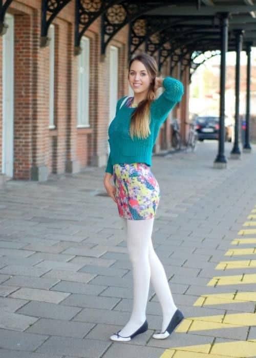 meia calça branca com saia floral