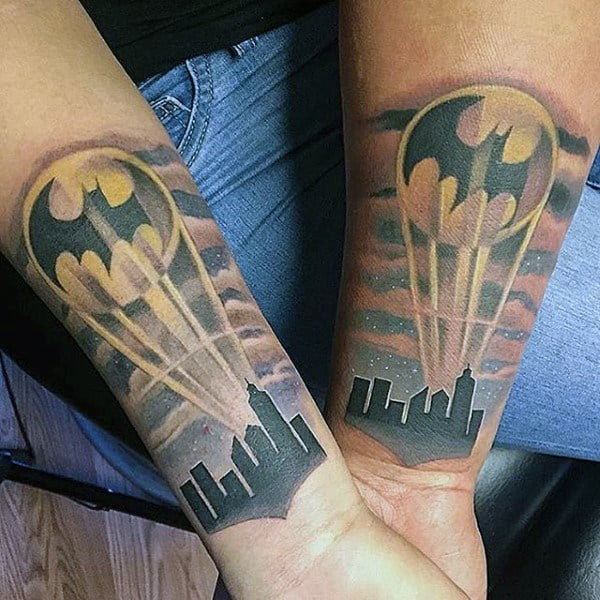 tattoo do batman no braço