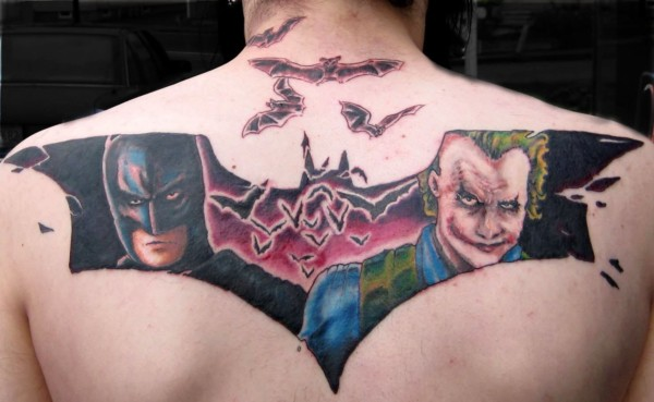tatuagem Batman nas costas colorida