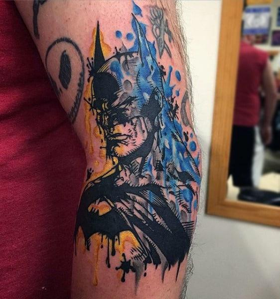 tatuagem Batman no braço aquarela