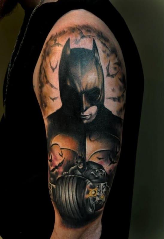 tatuagem Batman no braço grande