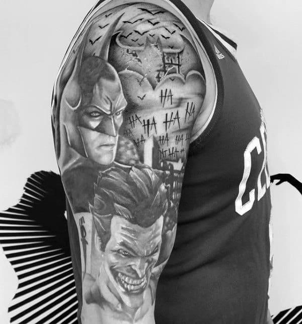 tatuagem Batman no braço sombreada