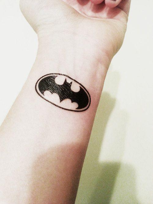 tatuagem Batman pequena no pulso