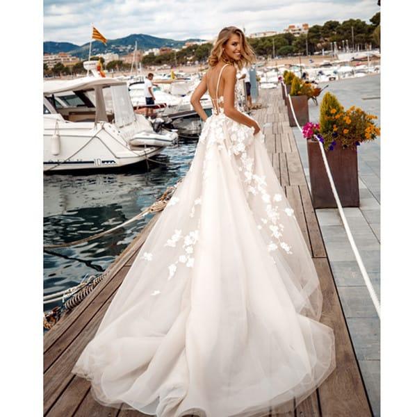 vestido longo para noiva simples com cauda 04