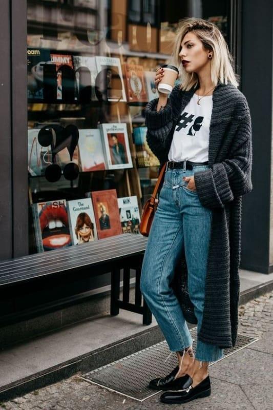 look de inverno com calça jeans e casaco de lã