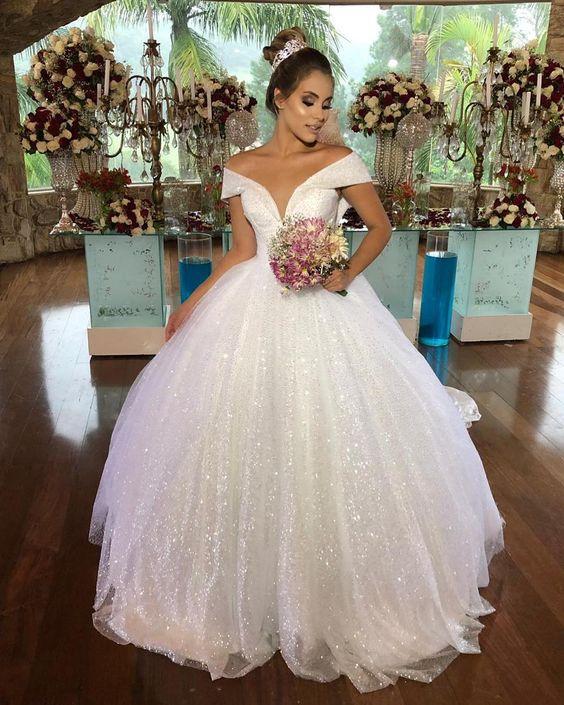 noiva com vestido princesa com brilho