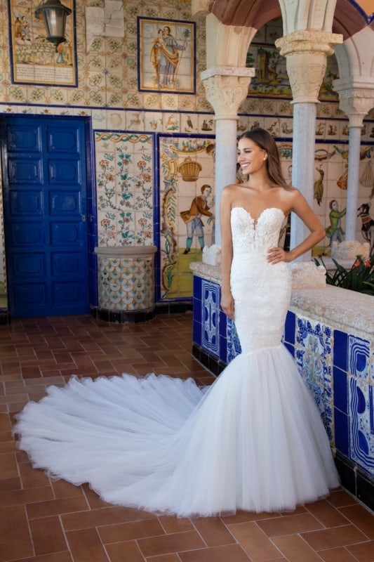 noiva com vestido sereia com tule