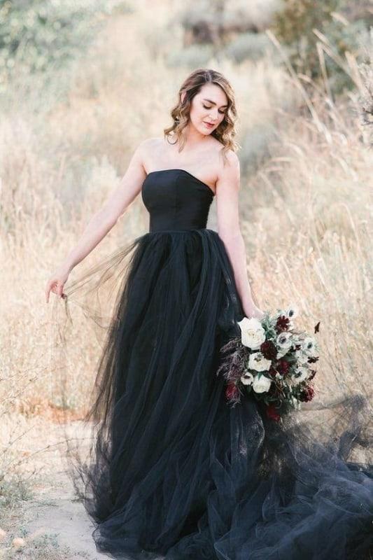 vestido de noiva preto com saia de tule