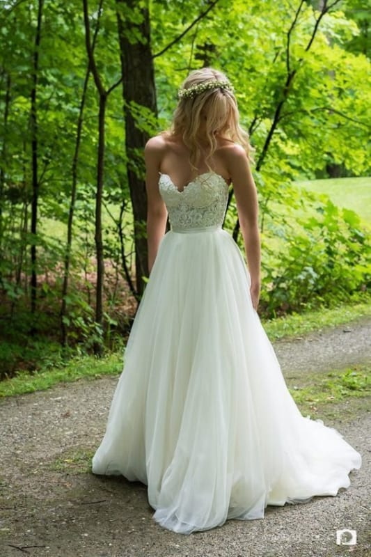 vestido de noiva sem alças para casamento ao ar livre