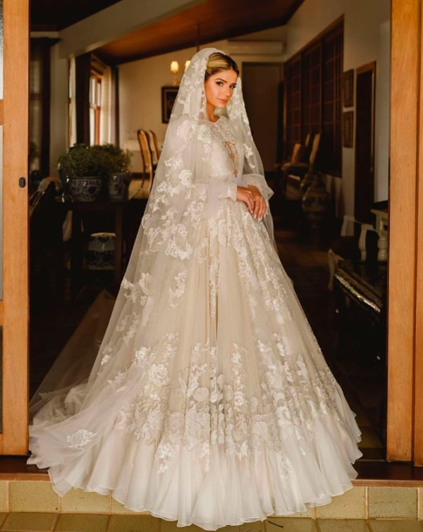 vestido de noiva de manga longa e rodado