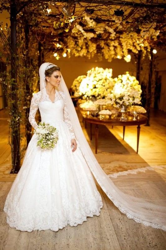 noiva com vestido rodado de manga longa