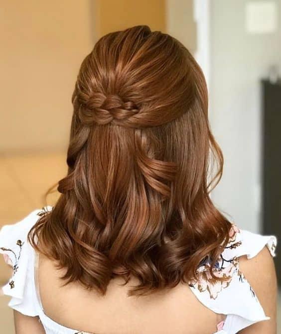 penteado de madrinha com cabelo ruivo e curto