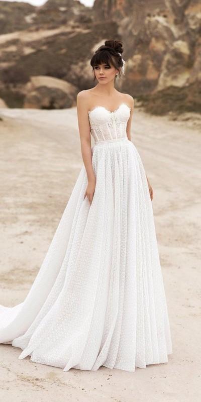 vestido de noiva com saia rodada e corpete estruturado