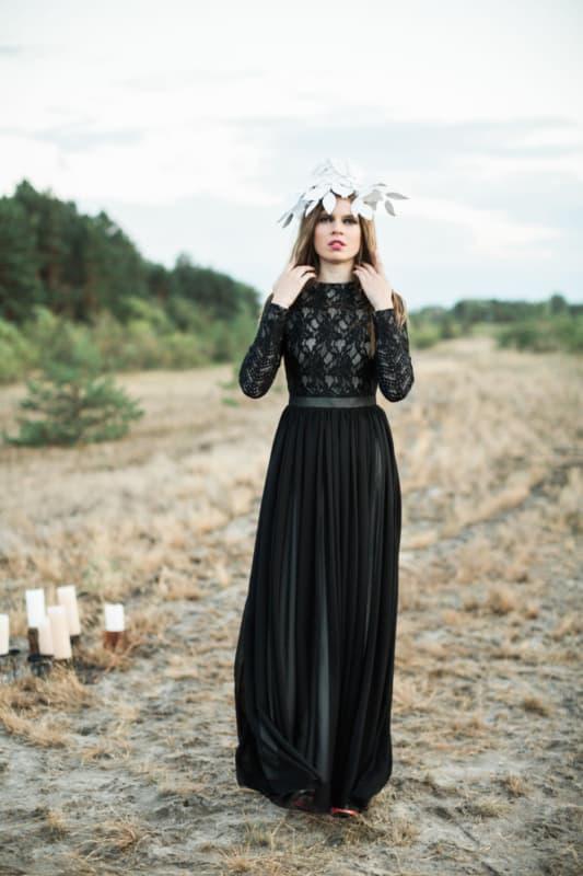 vestido de noiva preto com saia plissada