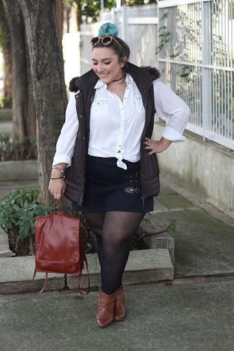 look plus size com short saia e meia calça