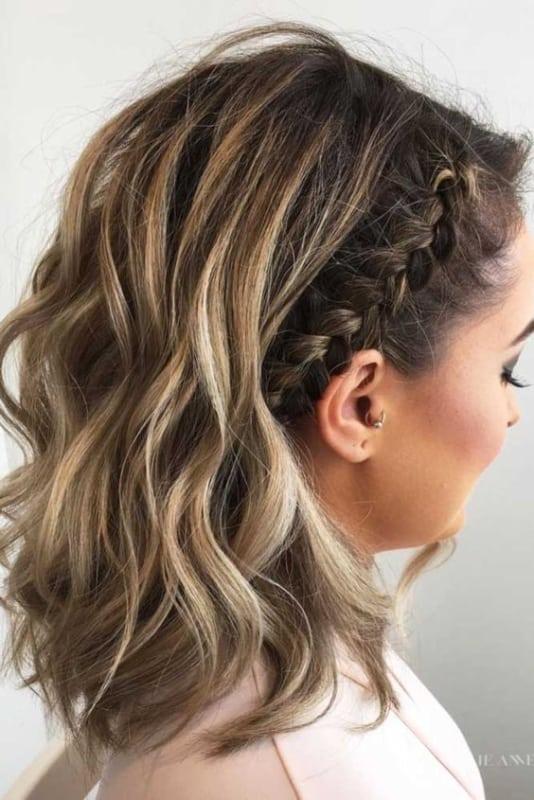 penteado de madrinha com trança lateral