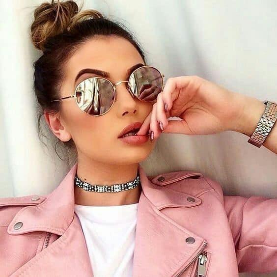 óculos de sol redondo com lente espelhada