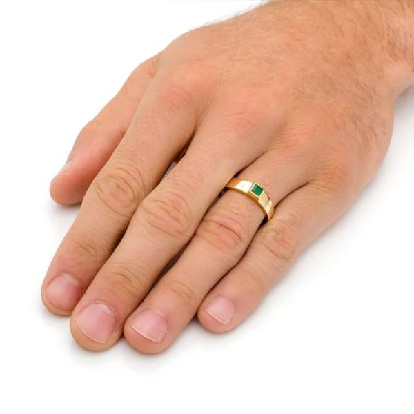 anel masculino em ouro amarelo com esmeralda