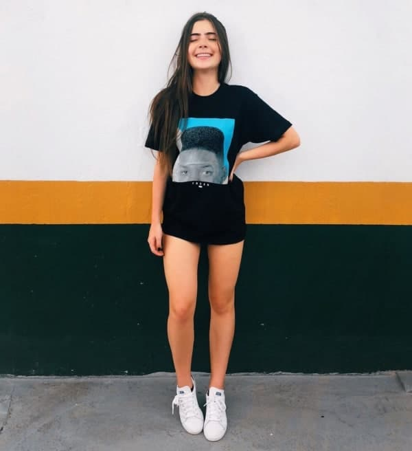 look com blusa tumblr oversized e tênis