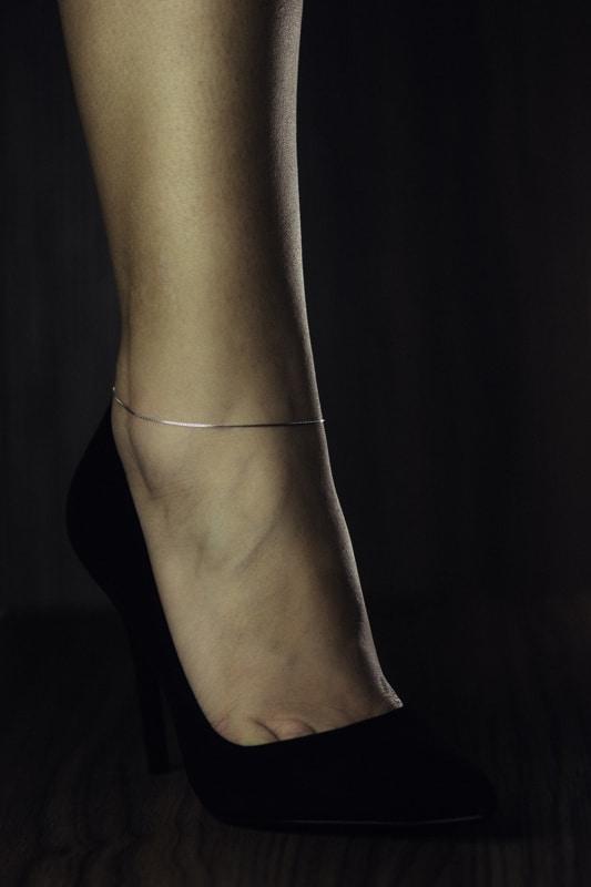 tornozeleira simples de ouro branco