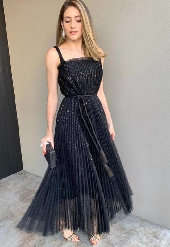 vestido de festa preto com saia plissada rodada