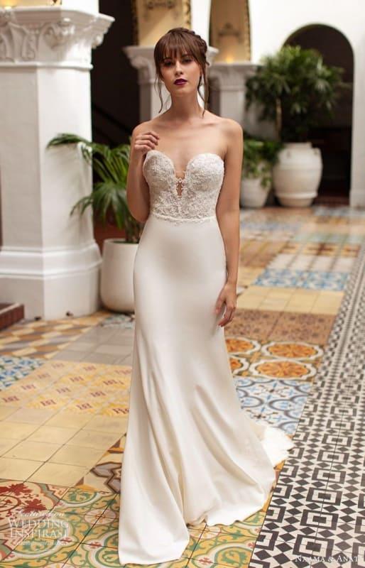 vestido de noiva reto e simples com decote tomara que caia