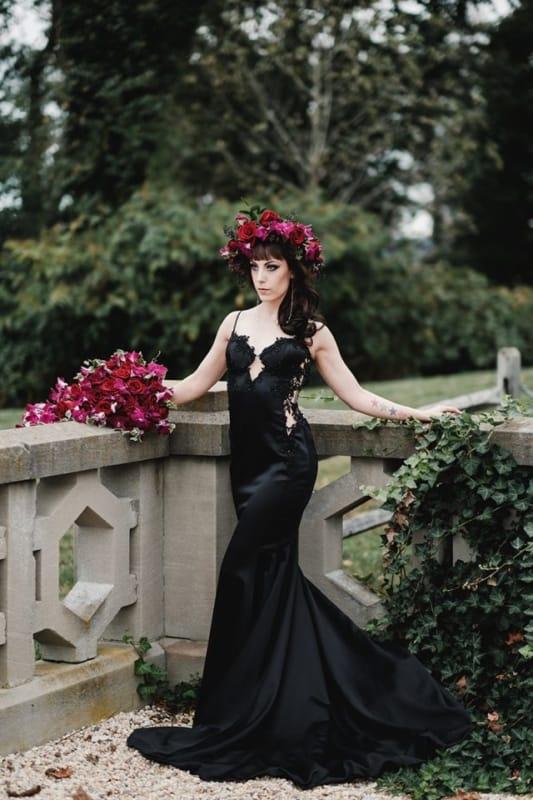 noiva com vestido de cetim preto