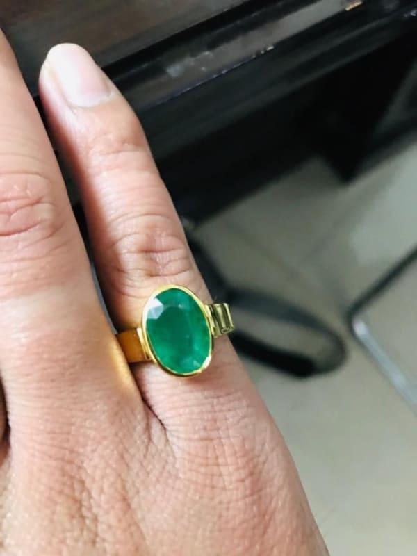 anel masculino em ouro amarelo e esmeralda