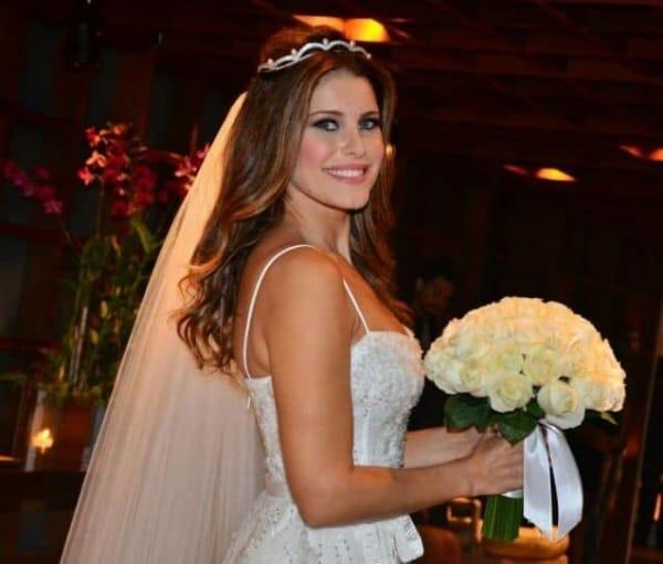 penteado de noiva solto com véu