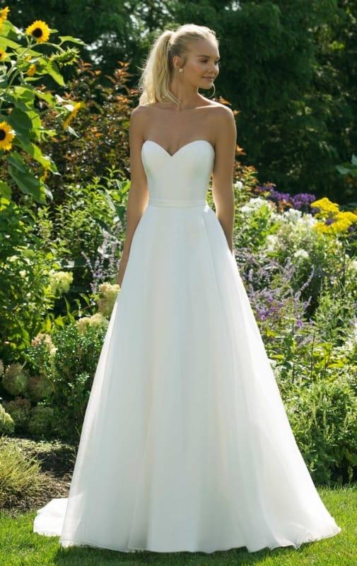 vestido de noiva tomara que caia simples com saia rodada