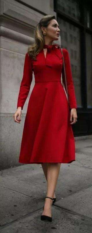 como usar vestido midi rodado vermelho