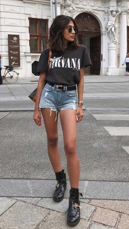 look Rock in Rio com camiseta de banda