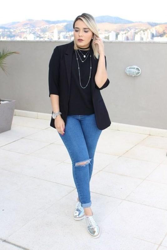 look com calça jeans e oxford prata