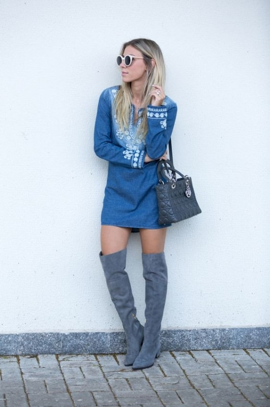 look com vestido jeans e bota over the knee