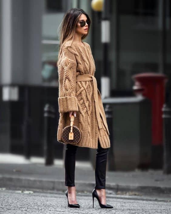 look de inverno com casaco de tricô