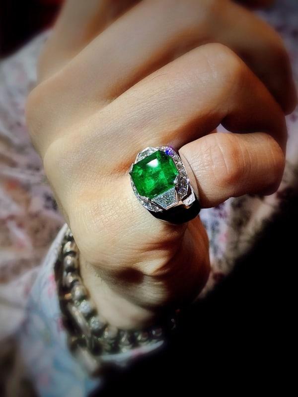 anel masculino grande com pedra de esmeralda