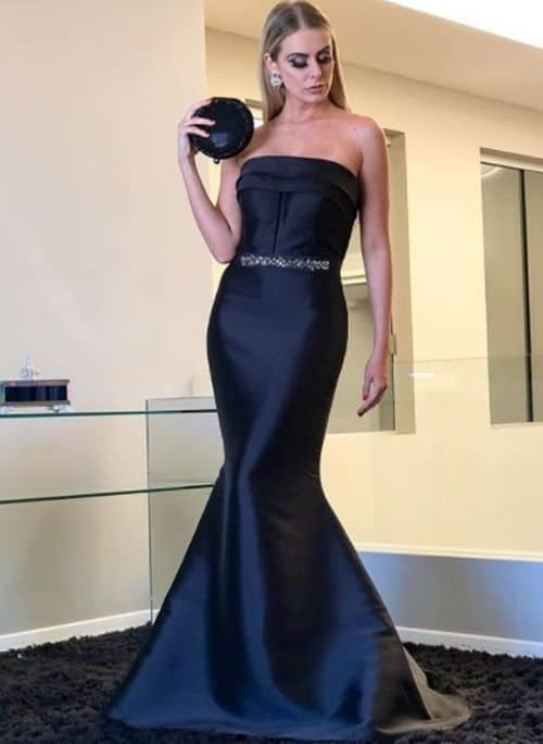 noiva com vestido sereia preto minimalista