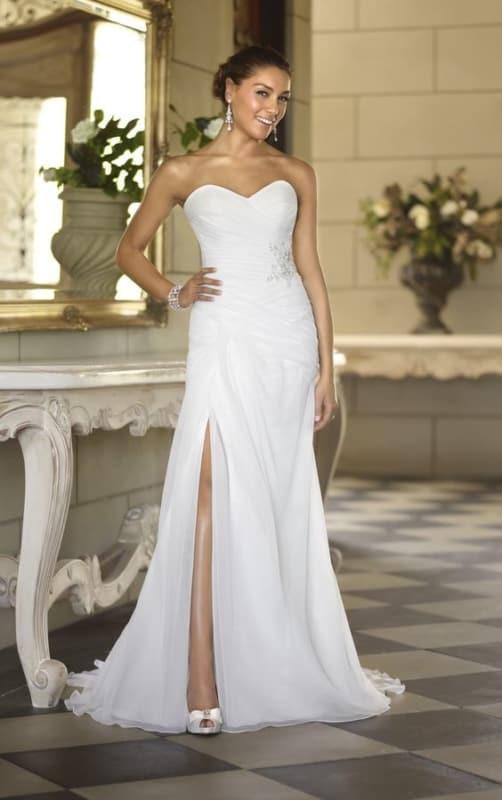 noiva com vestido simples sem alças