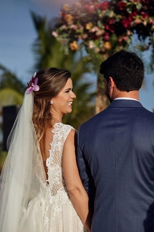penteado semi preso com véu para casamento ao ar livre