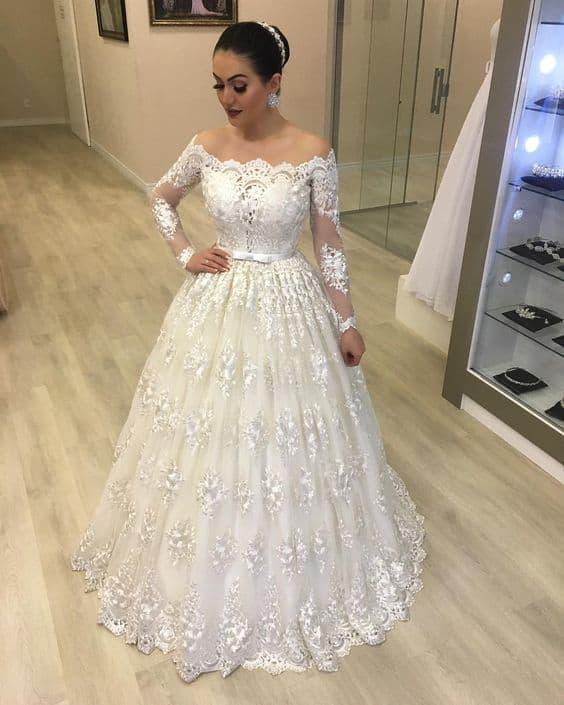 vestido rodado e romântico com renda