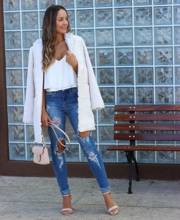 look com casaco tweed branco e calça jeans