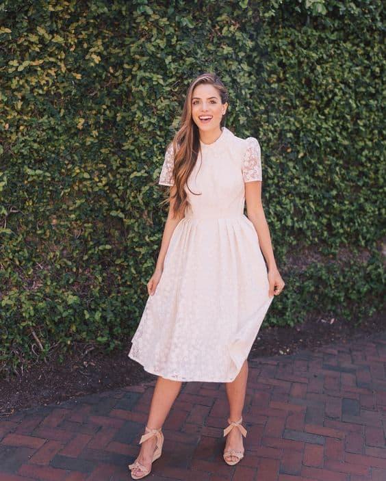 look com vestido midi branco de mangas curtas